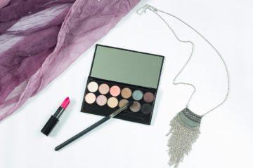 makeup-1137706_1280